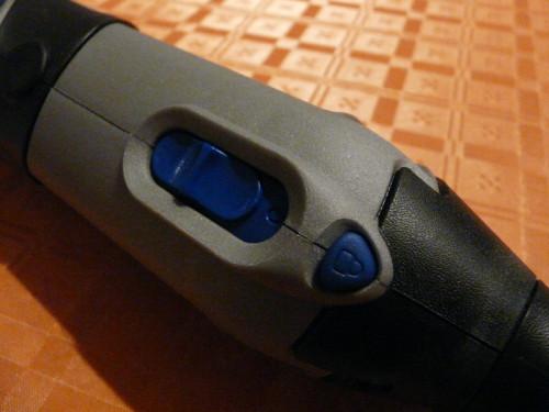 Небольшая кнопка фиксации рабочего вала инструмента