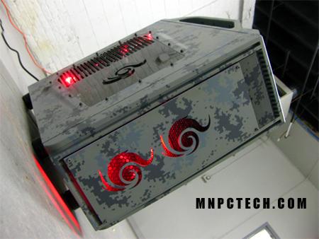 Передняя и боковая панели моддинг проекта Digital Camo. Оцените, как интересно вписываются логотипы в общий стиль корпуса