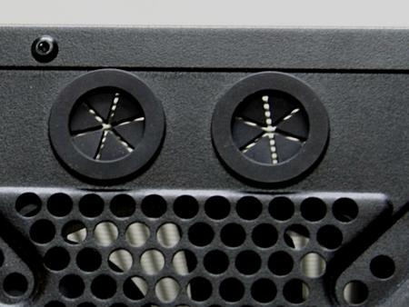 NZXT M59 отлично приспособлен для установки системы водяного охлаждения т.к. содержит на задней панели специальные отверстия для проведения шлангов с жидкостью - еще одно решение из сферы моддинга