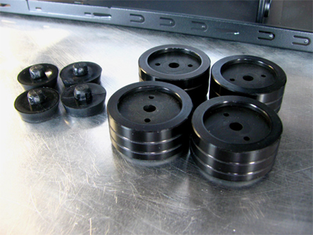 Мелкие стандартные ножки компьютерного корпуса Cooler Master Scout в моддинг проекте Digital Camo были заменены специальным моддинговыми ножками, выполненными из алюминия, от Mnpctech