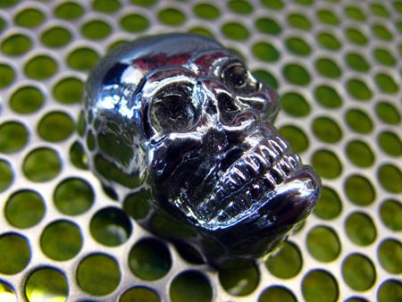 Берем металлический череп (купил на одном интернет аукционе), он и будет играть ключевую роль в моддинге мышки Razer Lachesis
