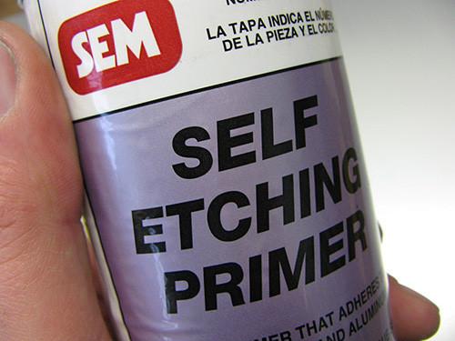 Грунт SEM Self Etching Primer #3967, который я использую для моддинга