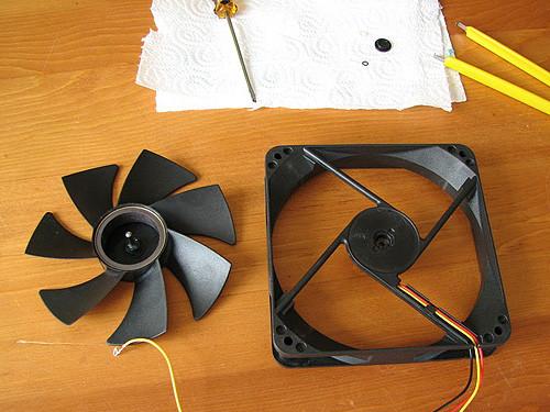 Вот так выглядит вентилятор разобранный на две части